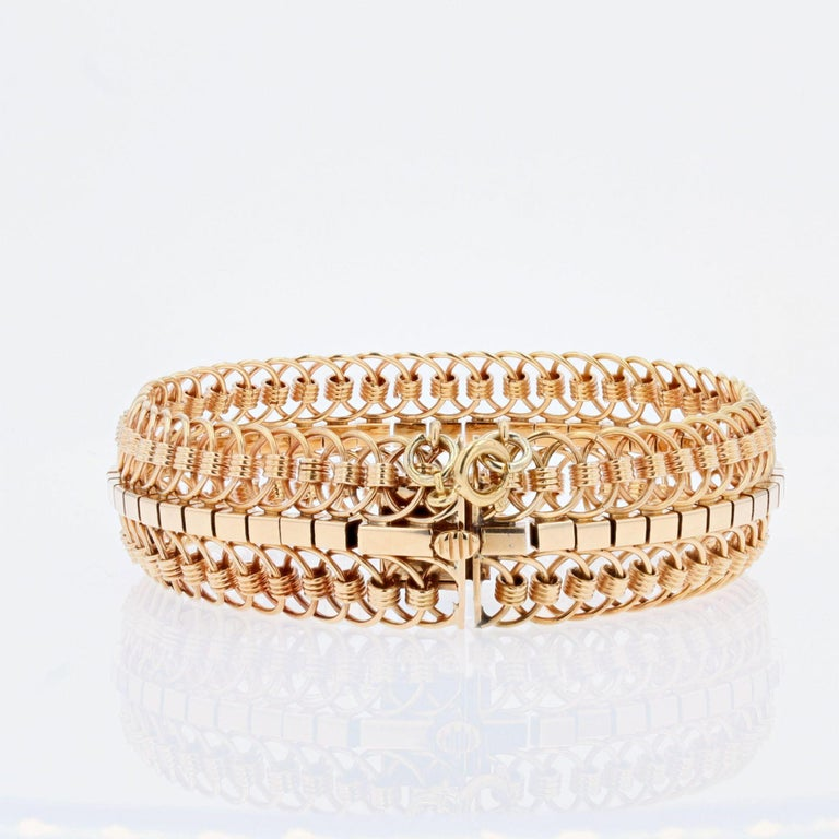 1950s 18 Karat Yellow Gold Articulated Mesh Bracelet For Sale 3