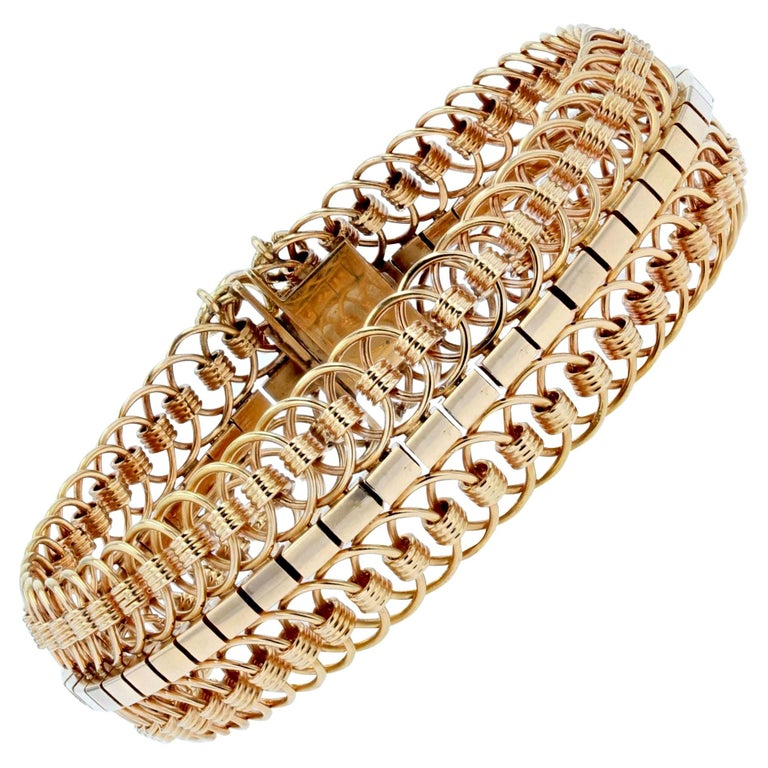1950s 18 Karat Yellow Gold Articulated Mesh Bracelet For Sale