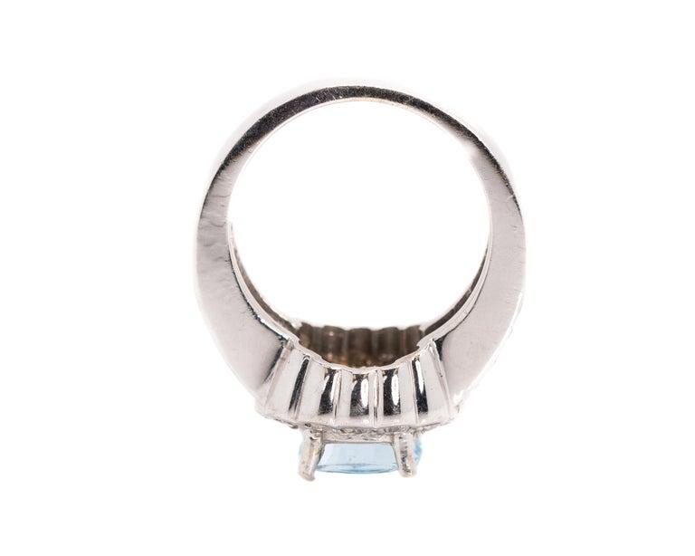 1950s 2 Carat Aquamarine and 2 Carat Diamond Halo, 14 Karat Gold Ring For Sale 1