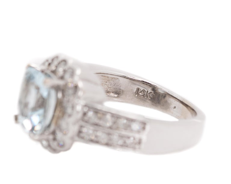 1950s 2 Carat Aquamarine and 2 Carat Diamond Halo, 14 Karat Gold Ring For Sale 2
