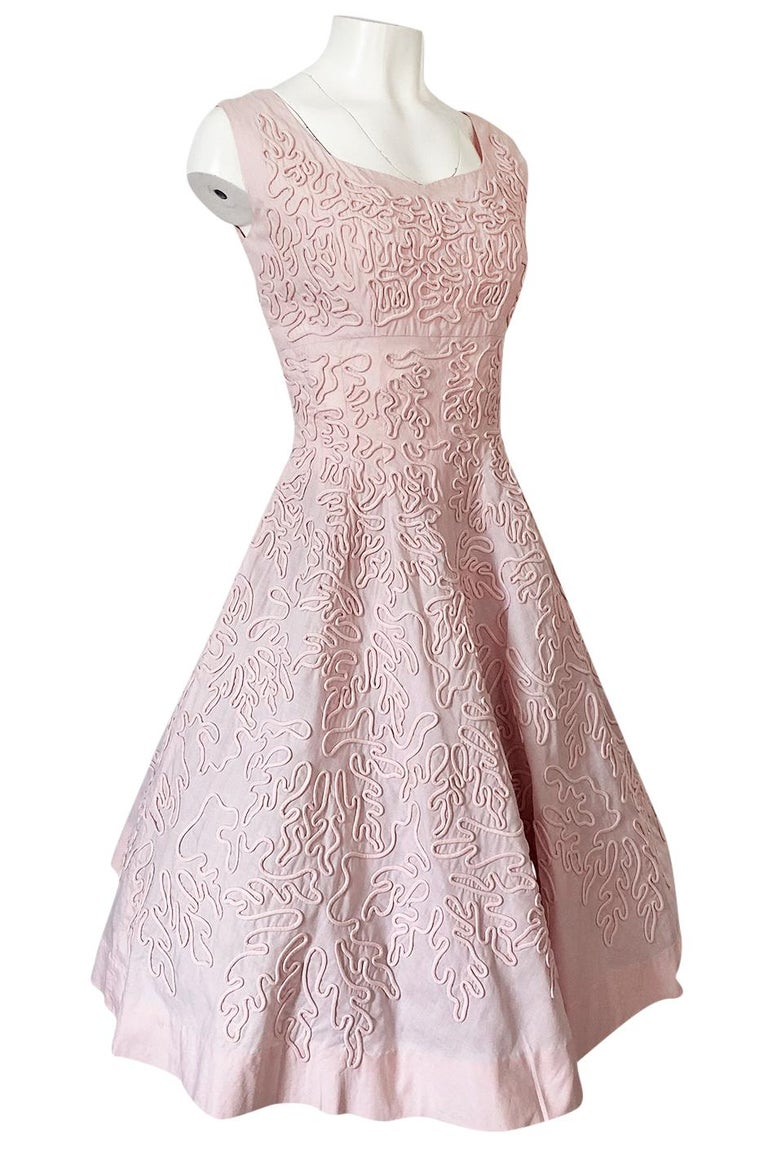 1950s Adele Simpson Pink Cotton Dress w Hand Applique Cording Detail In Excellent Condition For Sale In Rockwood, ON