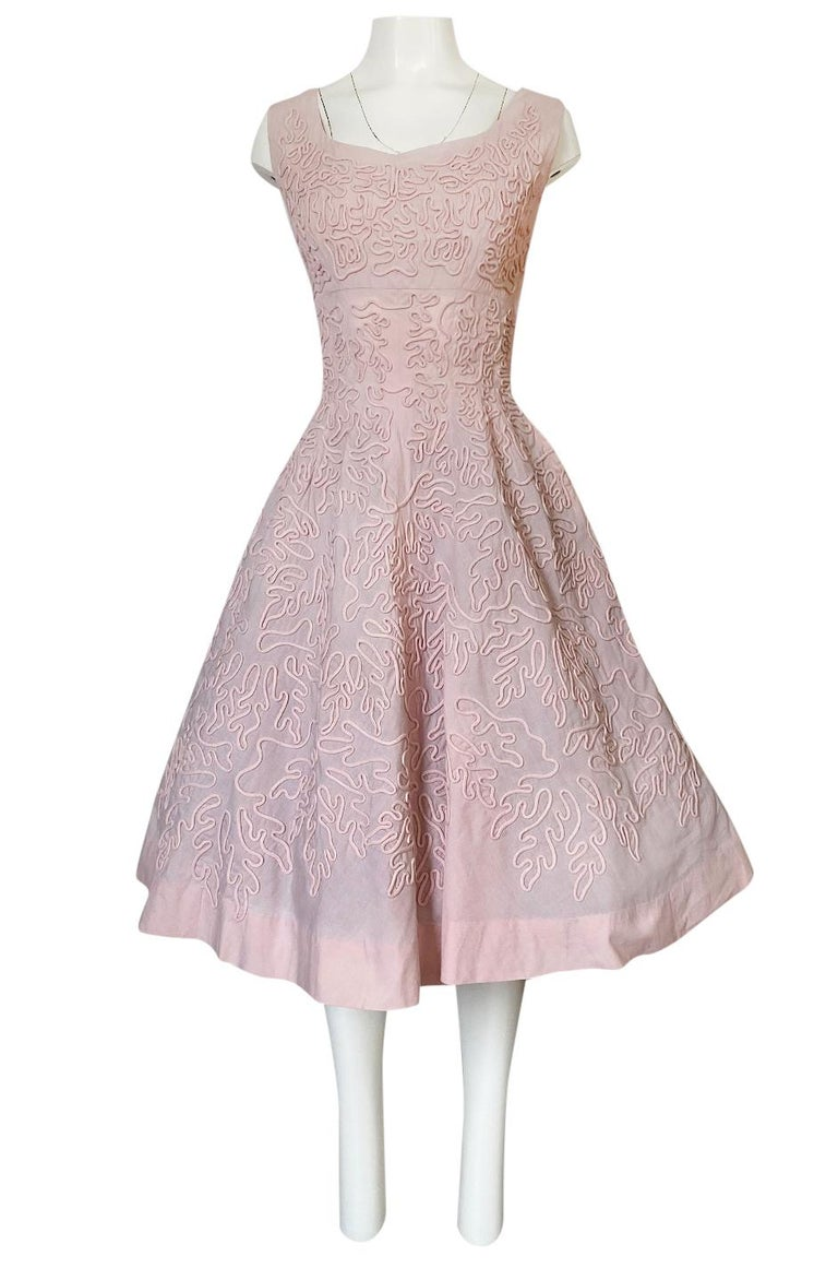 1950s Adele Simpson Pink Cotton Dress w Hand Applique Cording Detail For Sale 2