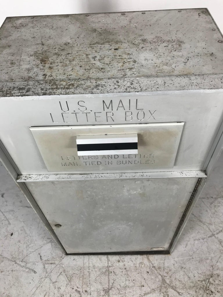 1950s all aluminum United States mail letter box, manufactured by Bommer Industries, simple Classic design, would make an amazing piggy bank, pull down handle door, mail slot, large keyed lower door.