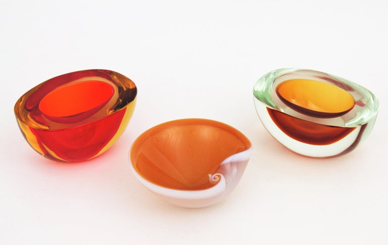 Italian 1950s Archimede Seguso Amber and White Alabastro Murano Glass Shell Bowl For Sale
