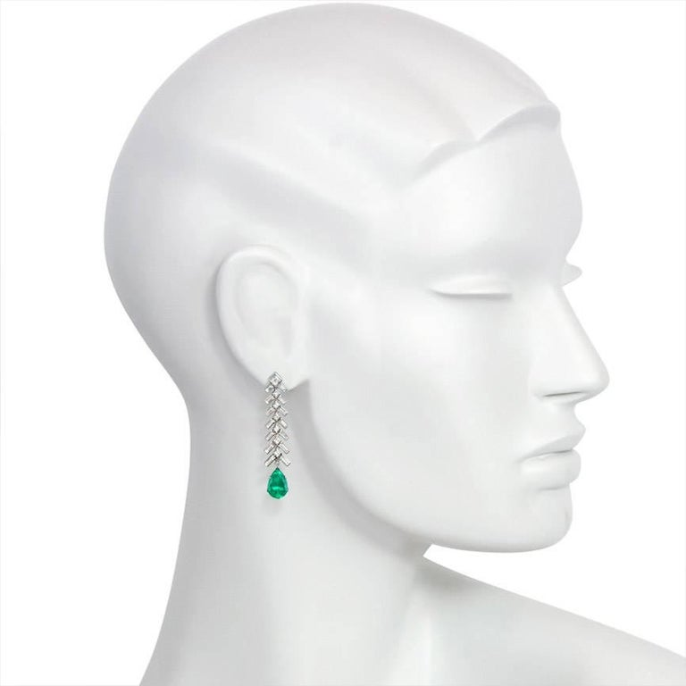 1950s Baguette Diamond and Pear-Shaped Emerald Earrings in Platinum In Excellent Condition For Sale In New York, NY