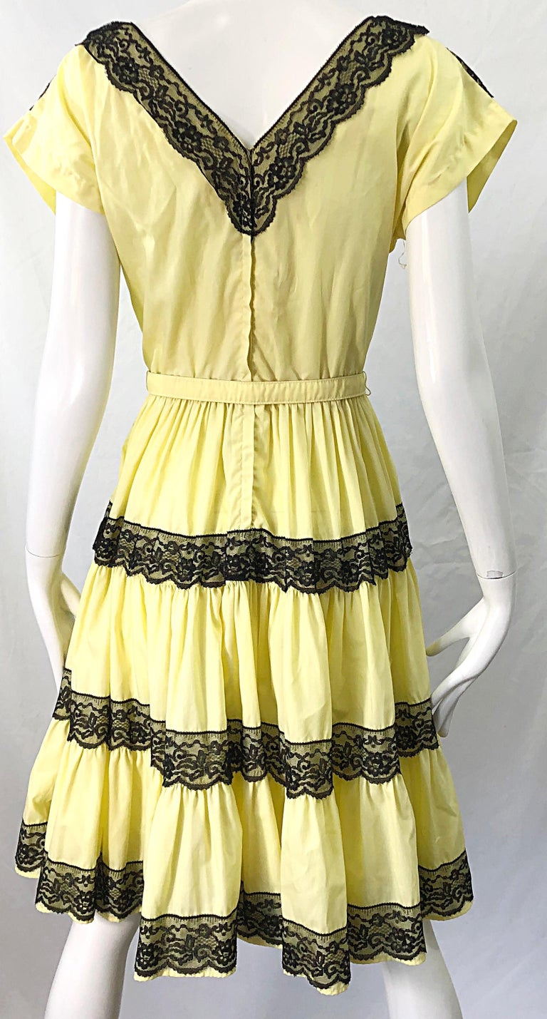 1950s Bettina of Miami Yellow + Black Cotton Lace Fit n' Flare Vintage 50s Dress For Sale 2