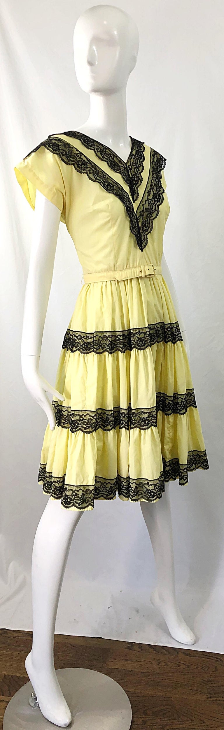 1950s Bettina of Miami Yellow + Black Cotton Lace Fit n' Flare Vintage 50s Dress For Sale 4