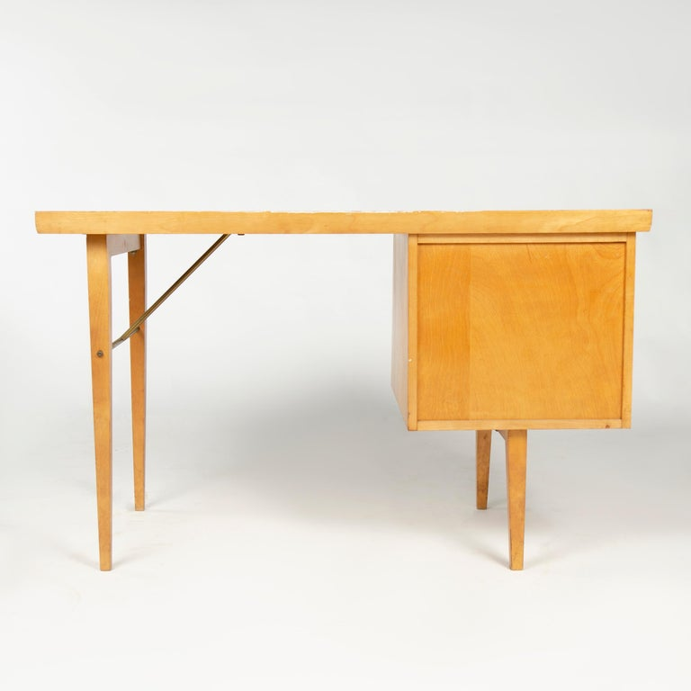 1950s Birch Desk by Milo Baughman for Thayer Coggin In Good Condition For Sale In Sagaponack, NY