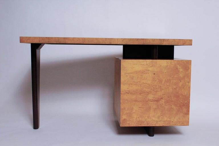 1950s Birdseye Maple Desk by Andrew Szoeke In Good Condition For Sale In North Miami, FL