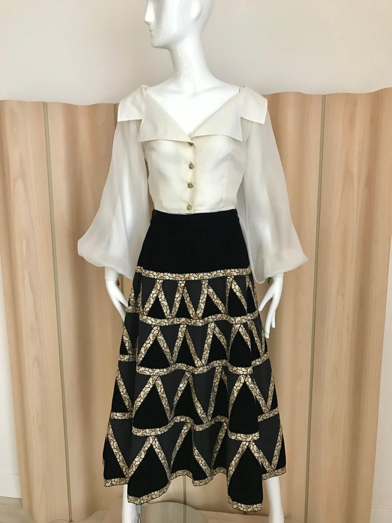 1950s Black Velvet and Gold Cocktail Skirt In Good Condition For Sale In Beverly Hills, CA