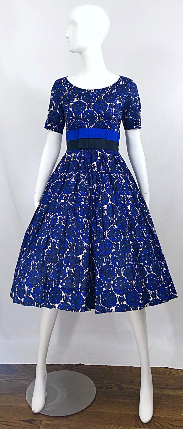 1950s Bonwit Teller Demi Couture Blue Abstract Floral Fit n' Flare Vintage Dress For Sale 10