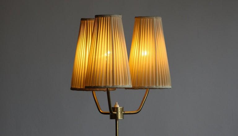 1950s, Brass and Metal Floor Lamp by Falkenbergs Belysning, Denmark In Good Condition For Sale In Silvolde, Gelderland
