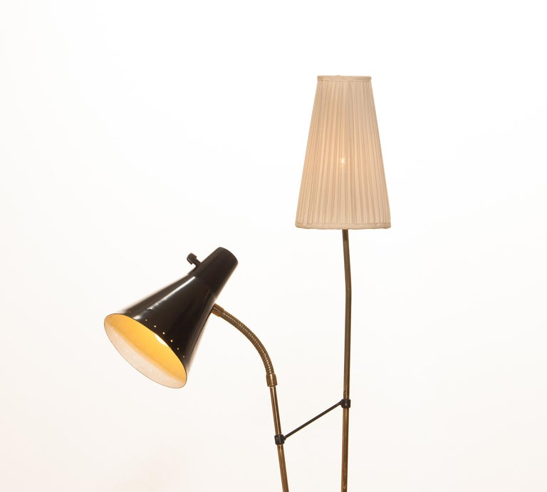 1950s, Brass and Metal Floor Lamp by Hans Bergström for Ataljé Lyktan In Good Condition For Sale In Silvolde, Gelderland