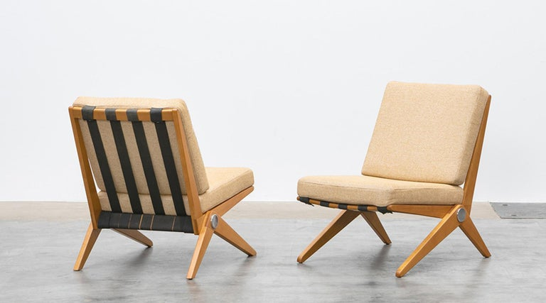 Pair of easy chairs designed by Pierre Jeanneret, USA, 1952.  Set of subtle easy chairs with beautifully shaped wooden feet. The chairs comes in woolen fabric and in perfect condition. Manufactured by Knoll International.   Swiss-born Pierre