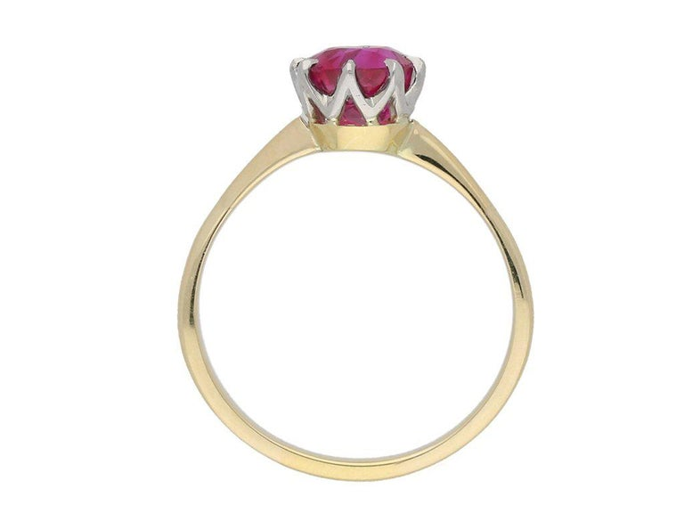 1950s Burmese Natural Unenhanced Ruby Gold Platinum Engagement Ring In Good Condition For Sale In London, GB