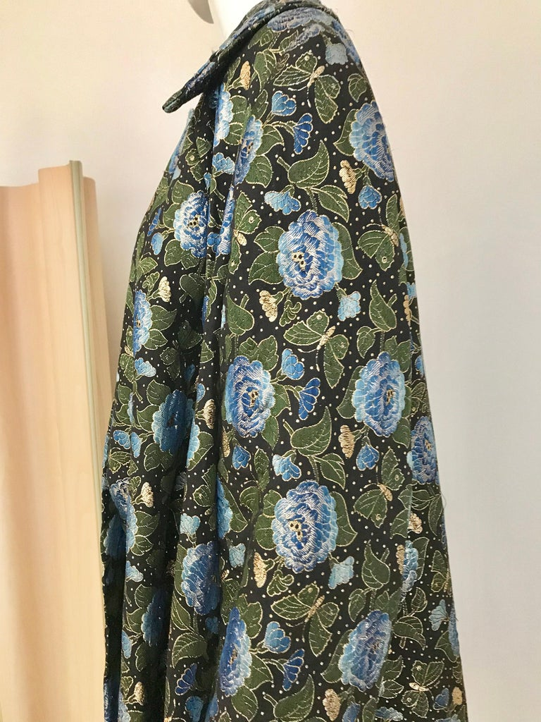 1950s Green and Blue Butterfly Print Brocade  Coat For Sale 2
