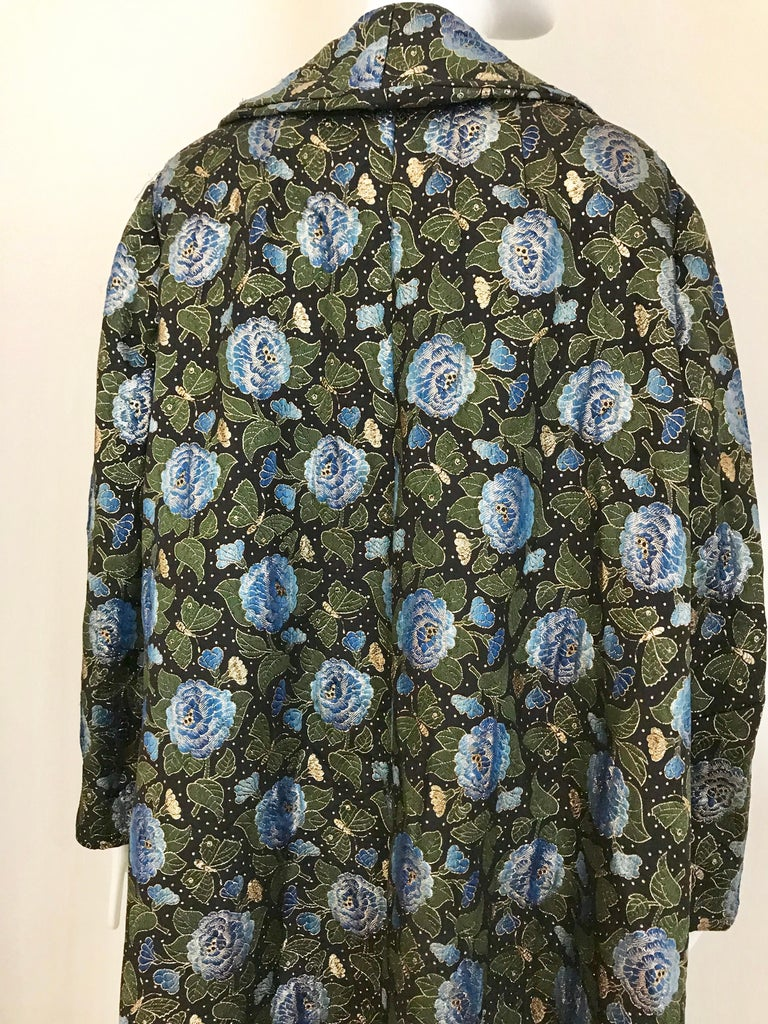1950s Green and Blue Butterfly Print Brocade  Coat For Sale 4