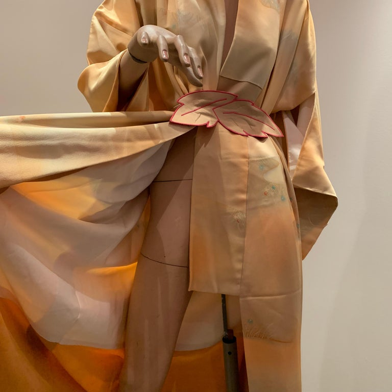 1950s Cantaloupe Silk Kimono W/ Torso Creations Leaf Motif Belt For Sale 11