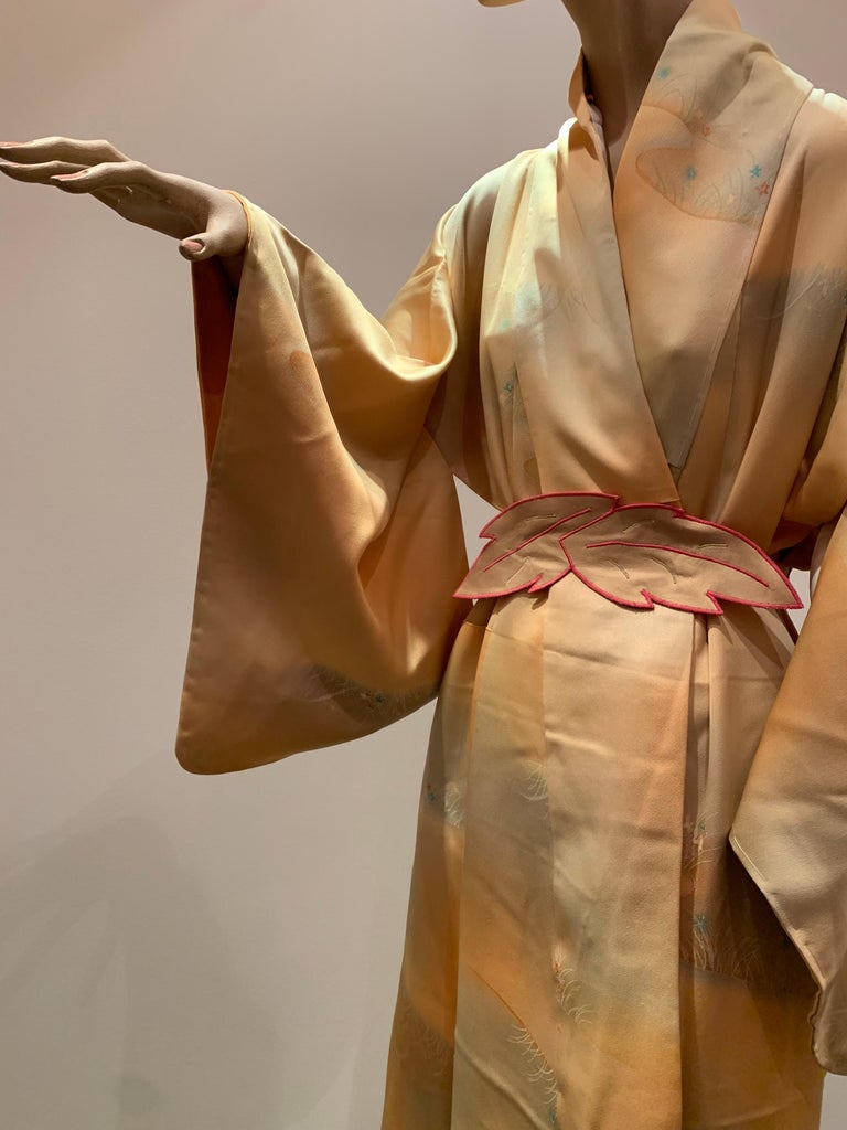 1950s Cantaloupe Silk Kimono W/ Torso Creations Leaf Motif Belt In Excellent Condition For Sale In San Francisco, CA
