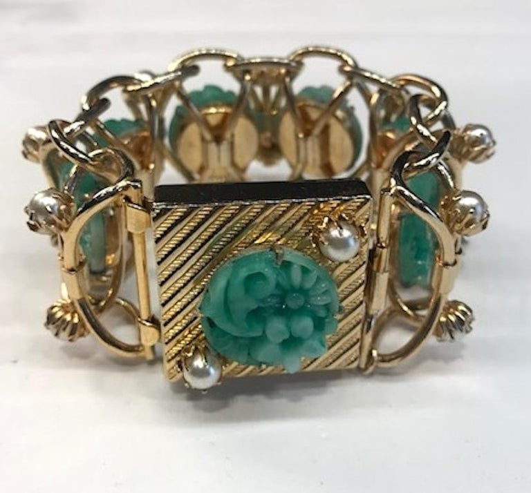 1950s Carved Glass & Pearl Wide Bracelet In Good Condition For Sale In New York, NY
