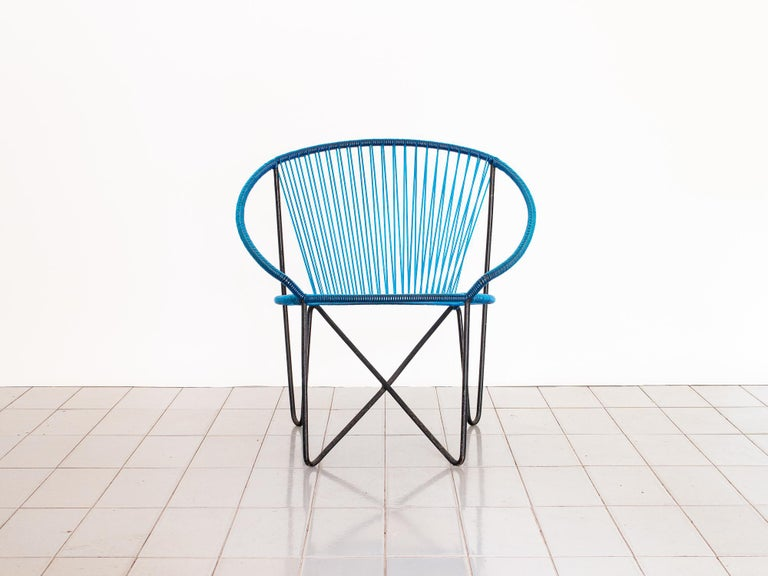 This hoop chair designed by Zanine Caldas is a rare and unique find, and was produced by Metalúrgica IMPA in the 1950s. The chair was originally made in nylon strings, the seat also includes a cushion (not pictured). Iron is in original