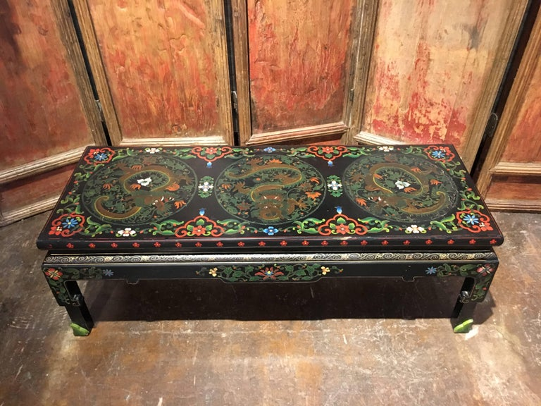 1950s Chinese Black Lacquer Painted Dragon Coffee Table or Bench In Distressed Condition For Sale In Austin, TX