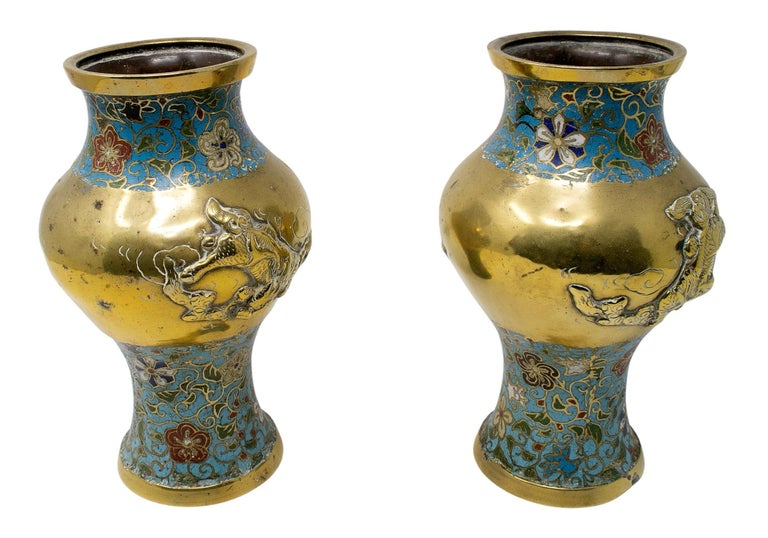 1950s Chinese Pair of Bronze Cloisonné Vases In Good Condition For Sale In Malaga, ES