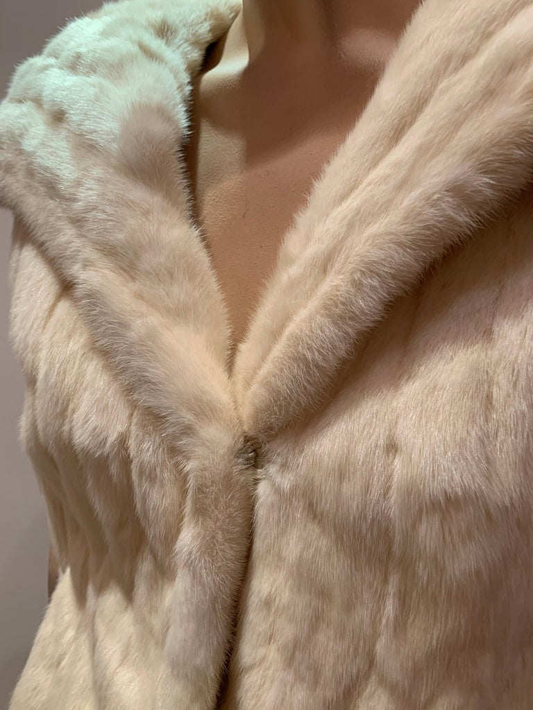 1950s Cream Ermine Evening Jacket W/ Wide Collar and Elbow Cuffed Sleeves For Sale 6