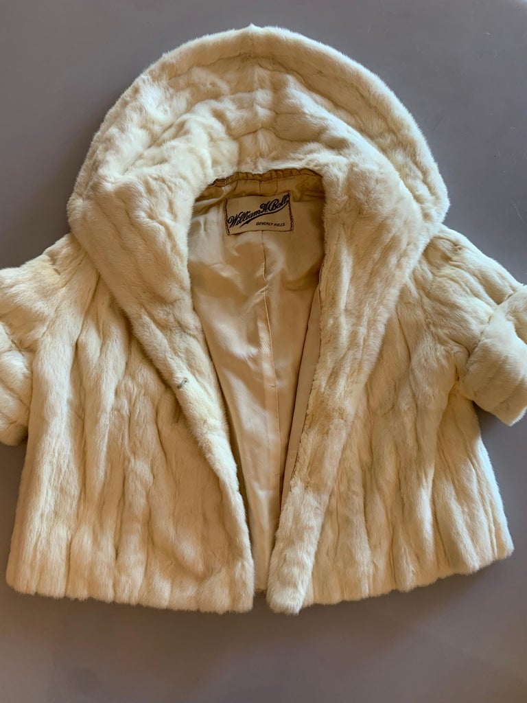 1950s Cream Ermine Evening Jacket W/ Wide Collar and Elbow Cuffed Sleeves For Sale 16