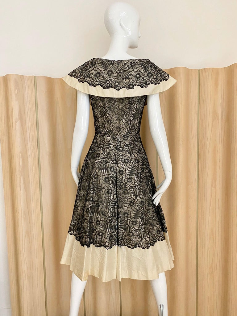 1950s Creme And Black Silk Lace cocktail Dress In Good Condition For Sale In Beverly Hills, CA