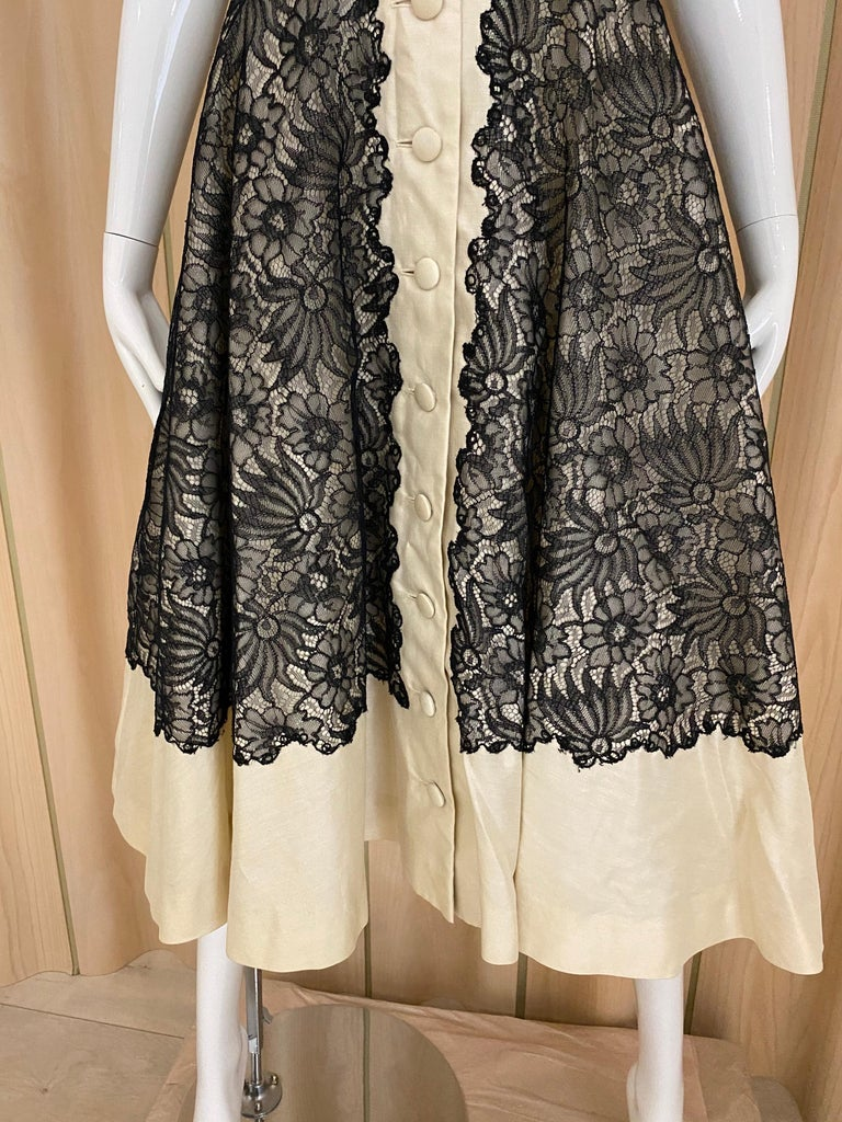 1950s Creme And Black Silk Lace cocktail Dress For Sale 3