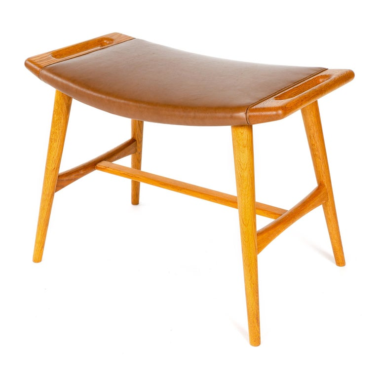 1950s Danish Oak Music Bench by Hans J. Wegner for A.P. Stolen In Good Condition For Sale In Sagaponack, NY