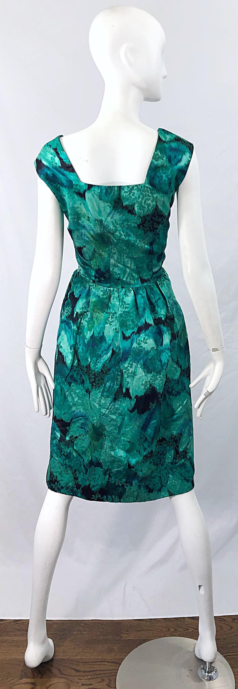 1950s Demi Couture Green Botanical Floral Silk Fit n' Flare Vintage 50s Dress In Excellent Condition For Sale In Chicago, IL