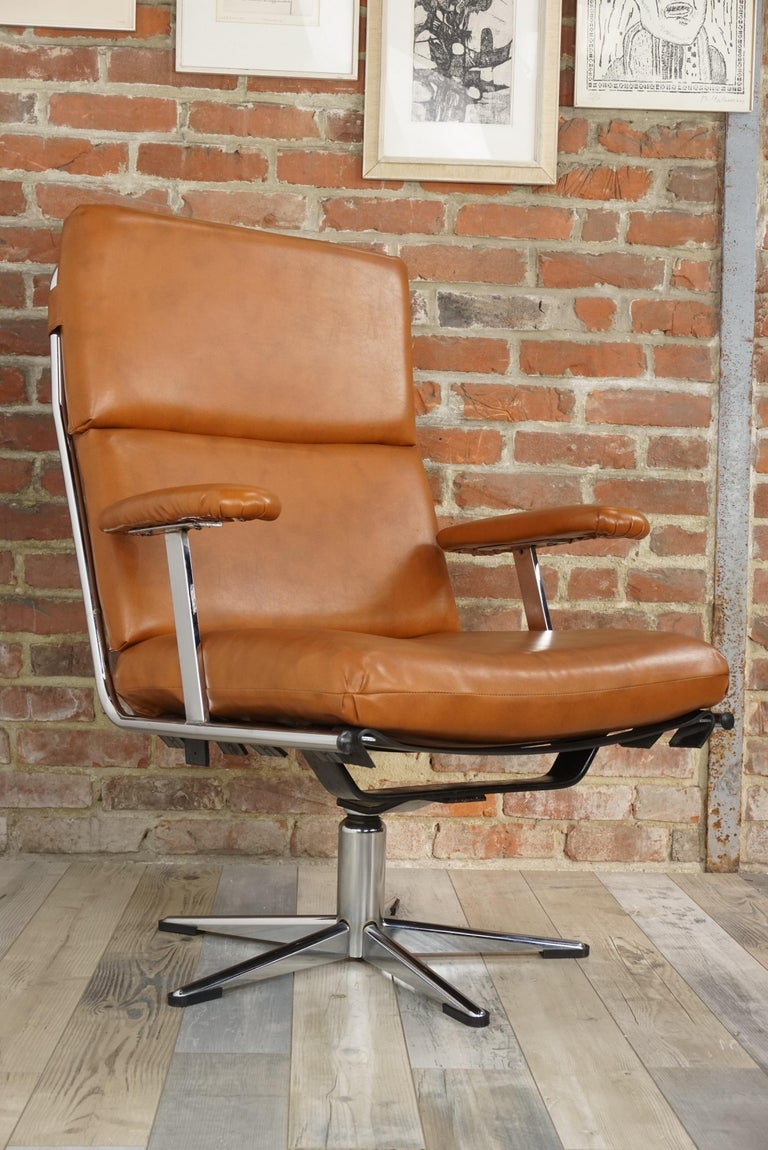 1950s Design Pair of Lounge and Swivel Armchairs For Sale 8
