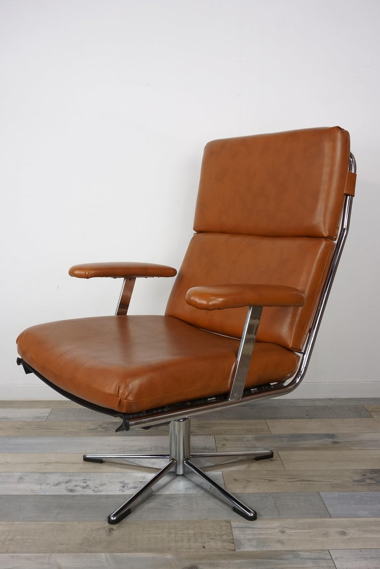 Pair of lounge armchairs from the 1950s-1960s with a tubular chrome overlay structure lined with cognac colored leather (the seat and back cushions are removable). Retro look, beautiful quality, the height of the armrests is 60 cm, the seat height