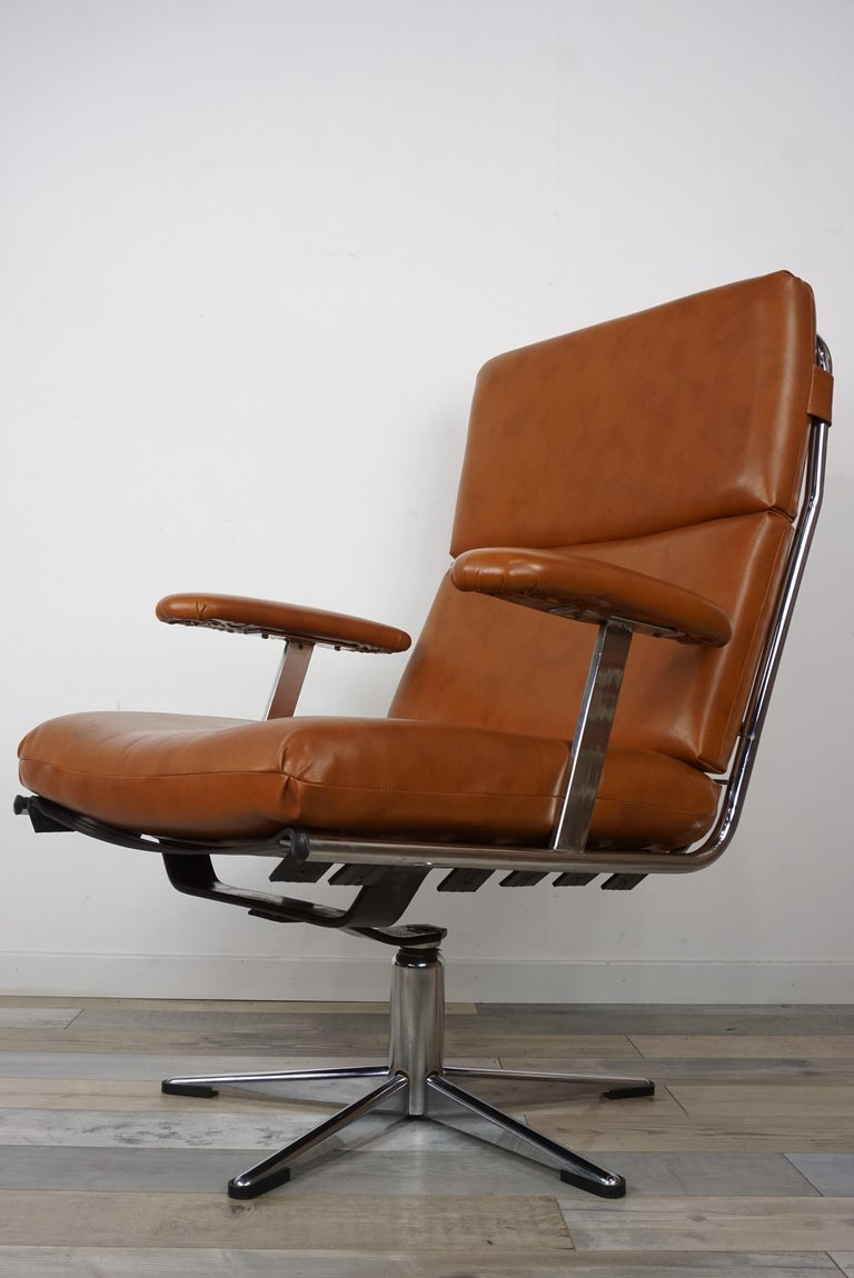 Mid-Century Modern 1950s Design Pair of Lounge and Swivel Armchairs For Sale