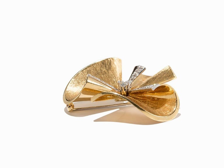 1950s Diamond Gold Floral Brooch For Sale 3