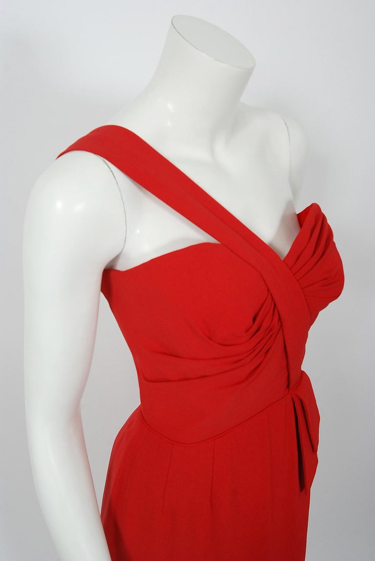 Vintage 1950's Dorothy O'Hara Red Rayon Crepe One-Shoulder Hourglass Slit Gown In Good Condition For Sale In Beverly Hills, CA