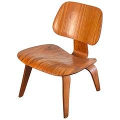 1950er Jahre Geformter Eames Sperrholz Esche LCW Lounge-Sessel für Herman Miller