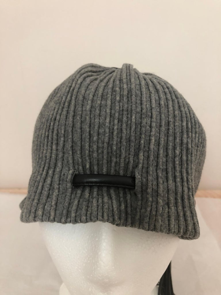 Gray 1950s Elsa Schiaparelli Ribbed Wool and Leather Cloche For Sale