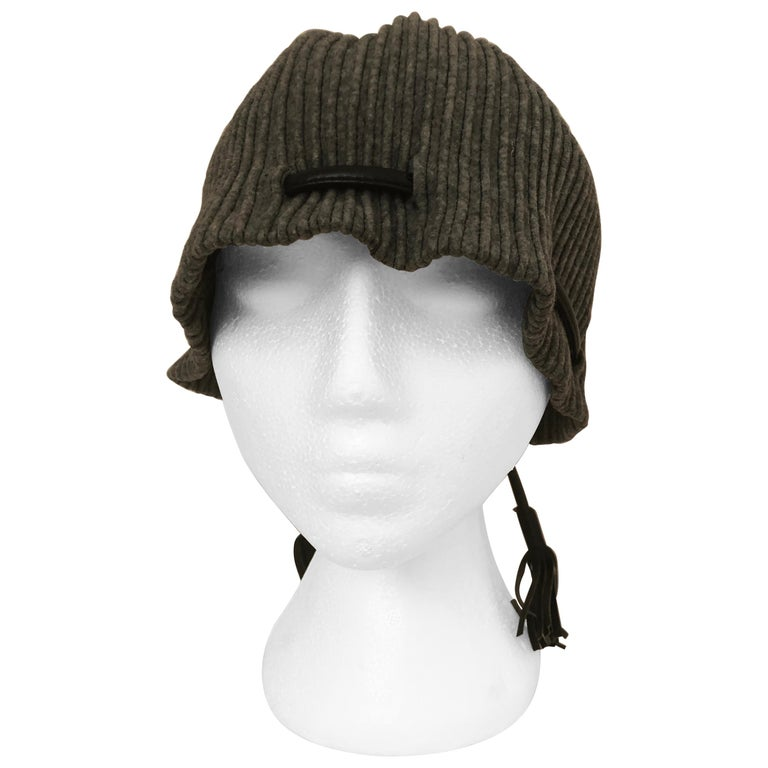 1950s Elsa Schiaparelli Ribbed Wool and Leather Cloche For Sale