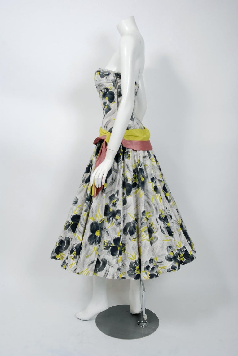 Vintage 1950's Emma Domb Grey Chartreuse Floral Print Cotton Strapless Dress In Good Condition For Sale In Beverly Hills, CA