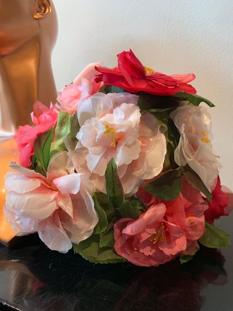 1950s Evelyn Varon Silk Summer Floral Flowerpot Shaped Structured Hat W/ Peonies For Sale 7