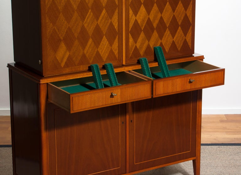 1950s Ferdinand Lundquist Mahogany Buffet Cabinet with Veneer Inlay For Sale 3