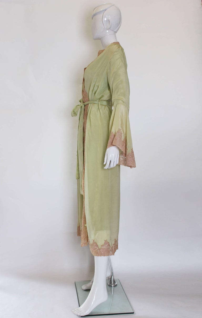 1950s Fine Silk Dressing Gown In Excellent Condition For Sale In London, GB