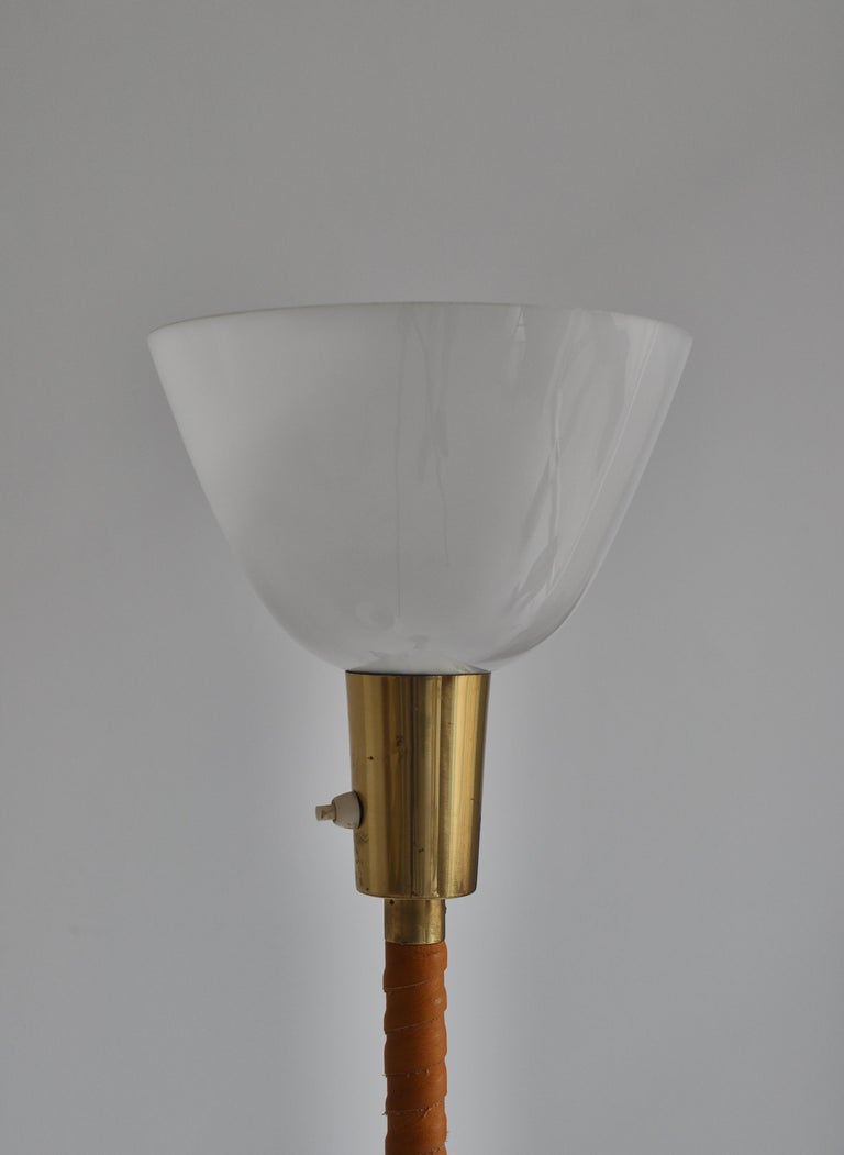 1950s Floor Lamp by Lisa Johansson-Pape in Brass and Leather for ORNO, Finland For Sale 5