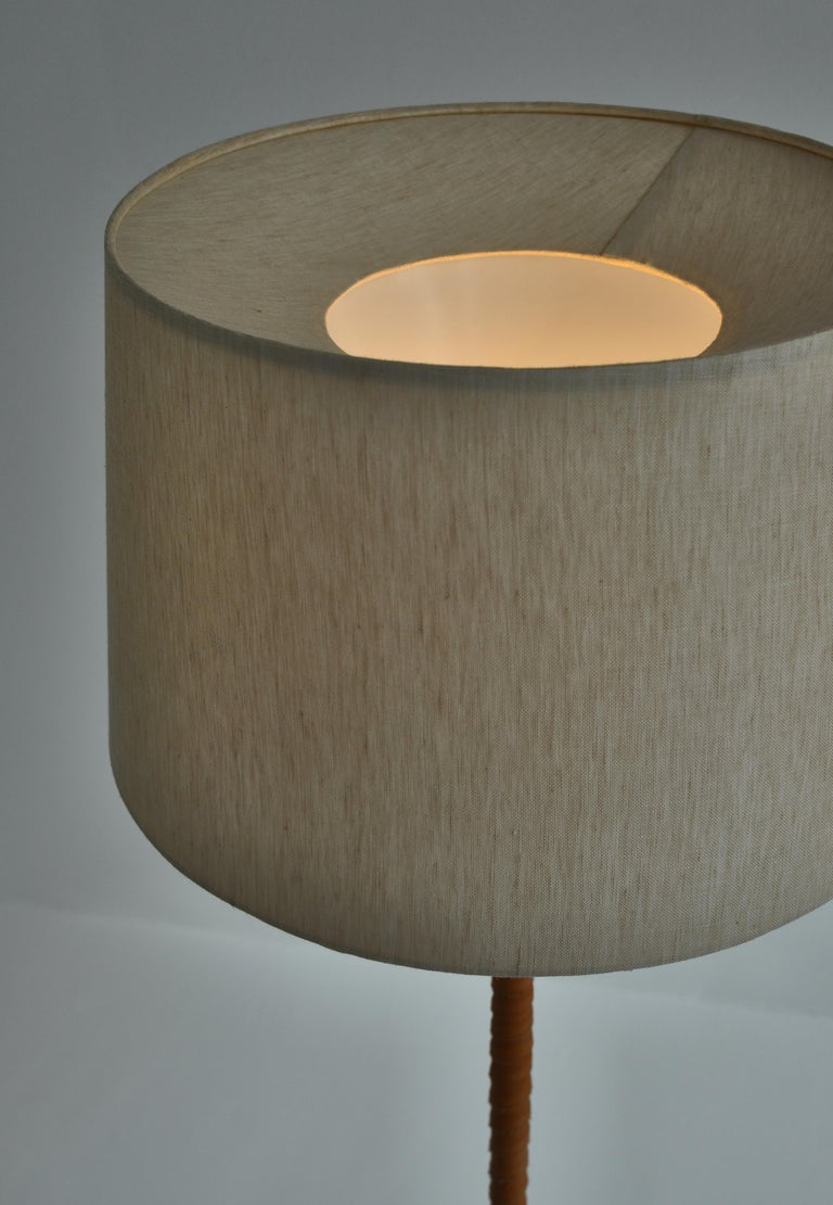 1950s Floor Lamp by Lisa Johansson-Pape in Brass and Leather for ORNO, Finland For Sale 2