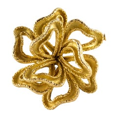 1950s French 18 Karat Yellow Gold Retro Knot Brooch