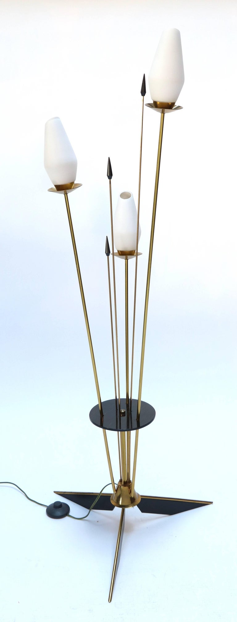 1950s French Brass and Black Metal Floor Lamp In Good Condition For Sale In Los Angeles, CA