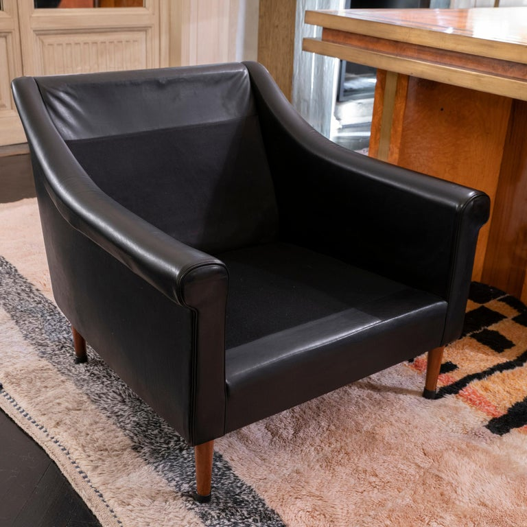 1950s French Mid-Century Modern Pair of Black Leather Armchairs For Sale 8